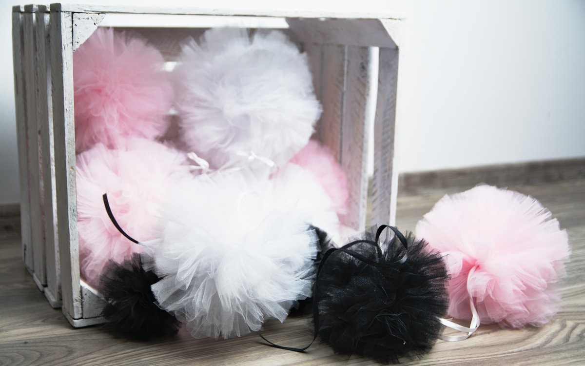 DIY: Tiulowe pompony do pokoju dziecka