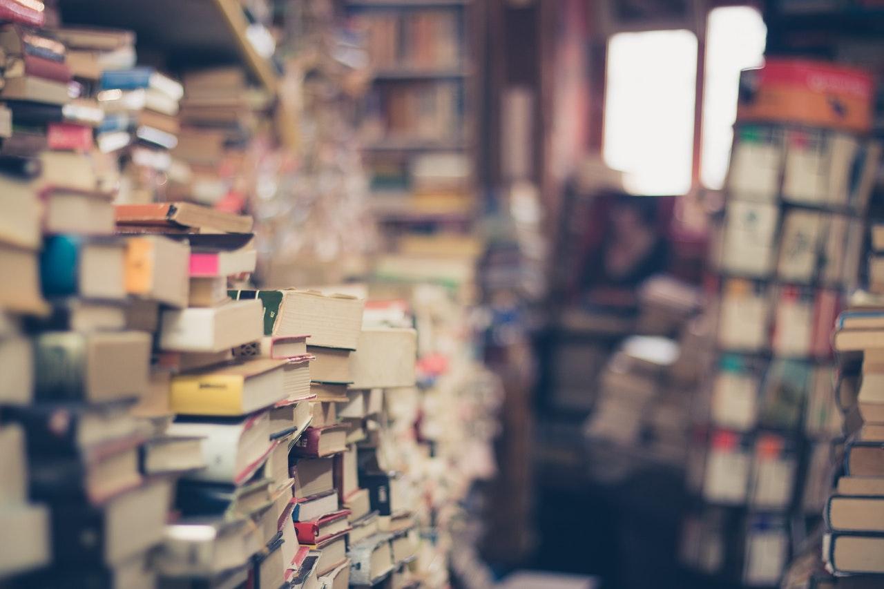 11 książek, które warto kupić na prezent pod choinkę